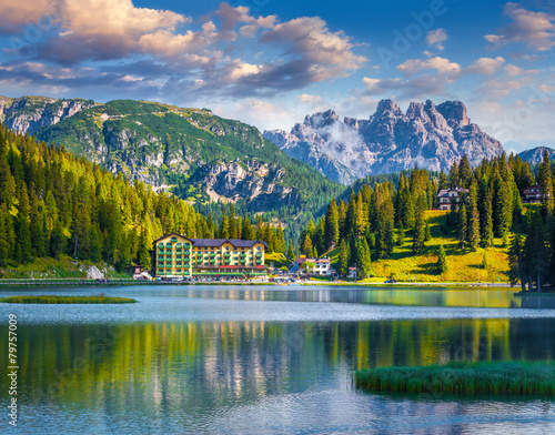 Leinwanddruck Bild Beautiful summer morning on the Lake Misurina
