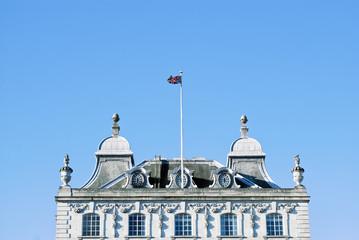 Edificio con la bandera britanica, Londres