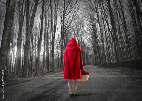 little red riding hood lost in the forest - 79763478