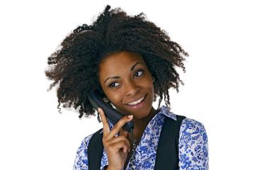 Erfolgreiche Afroamerikanerin beim telefonieren