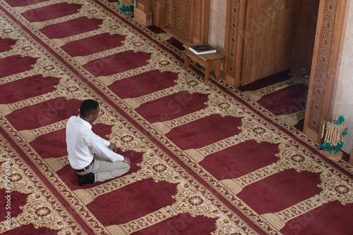 Leinwanddruck Bild Young African Guy Praying