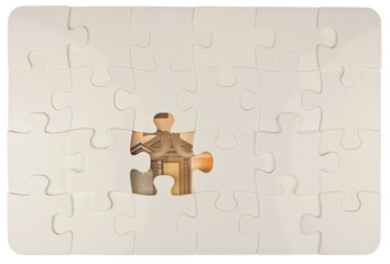billet de 50 euros caché sous puzzle à colorier