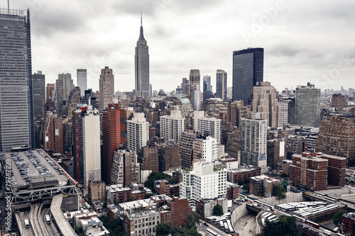 City buildings in New York - 79787238
