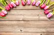 Leinwandbild Motiv Tulpen mit Holzhintergrund