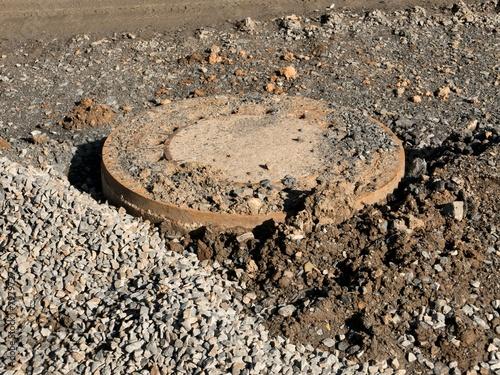 Leinwanddruck Bild Kanaldeckel auf Strassenbaustelle