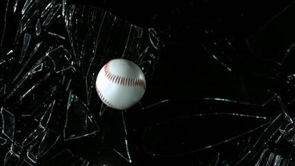 стекло и мяч
