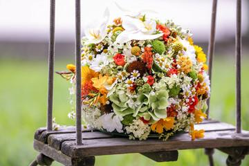 Brautstrauß auf Schaukel