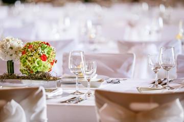 Brautstrauß auf Hochzeitstafel