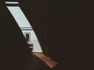 rayo de luz en interior de una casa