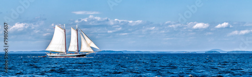Foto Spatwand Jacht Vintage ship sailing at sea panorama