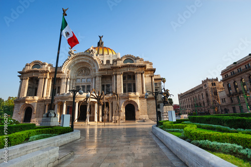Foto op Canvas Mexico Palace of fine arts facade and Mexican flag