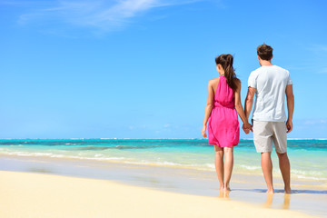 Summer holiday - couple on tropical beach vacation