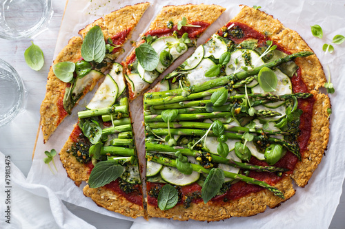 Cauliflower pizza with zucchini and asparagus - 79813475