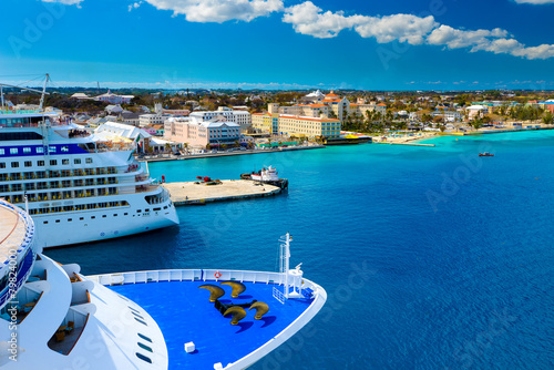 Foto op Canvas Eiland Cruise Ships in Nassau Bahamas port