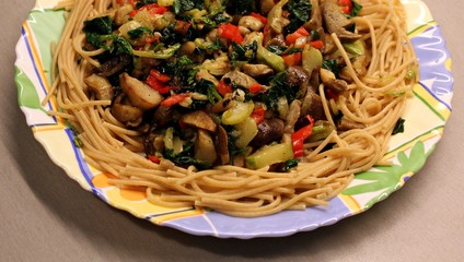 Vegetarian pasta with spinach and mushrooms