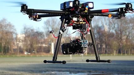drone en vol stationnaire