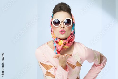 obraz lub plakat Dziewczyna stylu lat sześćdziesiątych