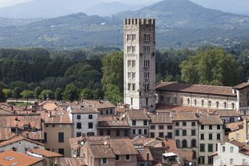 Lucca verso le montagne