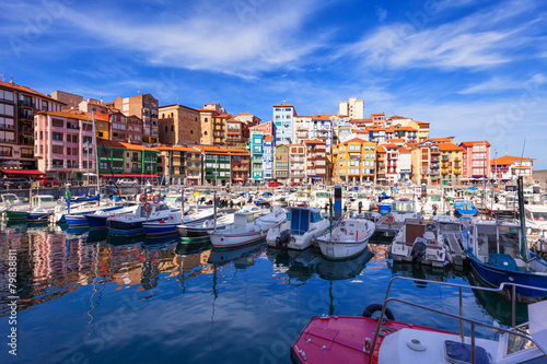 canvas print picture Fishing port of Bermeo on a sunny day. Basque Country, Spain