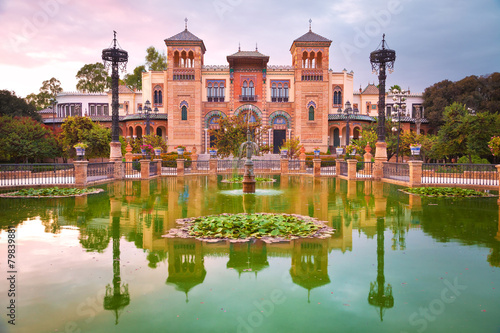 Foto op Aluminium Oude gebouw Mudejar Pavilion and pond at sunset, Sevilla, Spain
