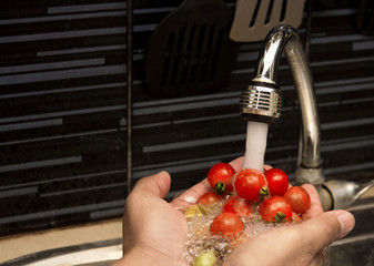 cleaning tomatoes