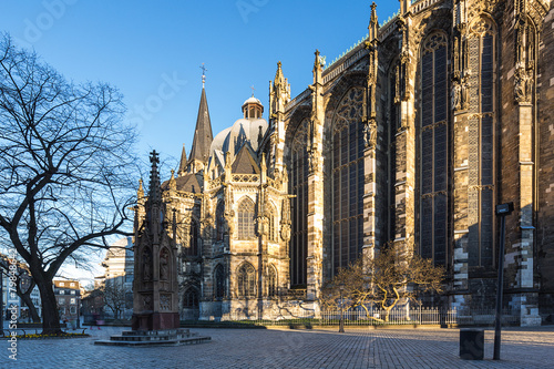 Aachener Dom mit Mariensäule - 79848642