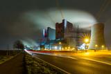 Energieerzeuger in der nacht