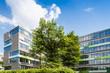 Leinwanddruck Bild - Bürogebäude in Deutschland  - Gebäude und Bäume