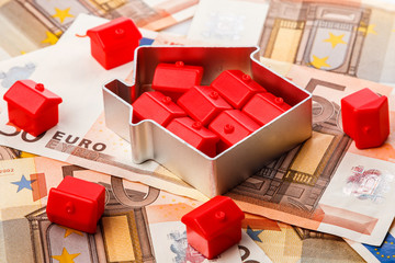 Small toy houses and money