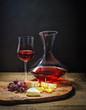 Verkostung von Rotwein und Käse - 79864237