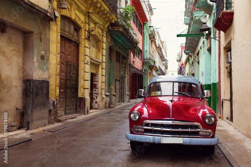 Klassisches altes Auto auf Straßen von Havana, Kuba