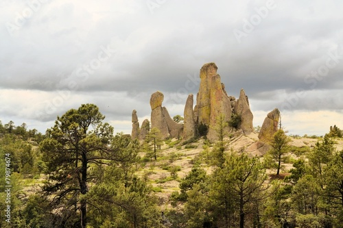 Tuinposter Canyon Chimney rock monoliths in Valley of the Monks, Creel, Mexico