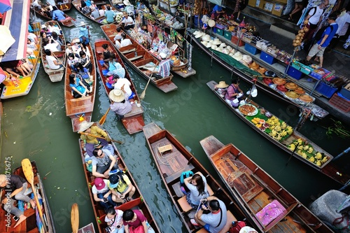 BANGKOK,THAILAND - JANUARY 30 : Damonen saduak floating market