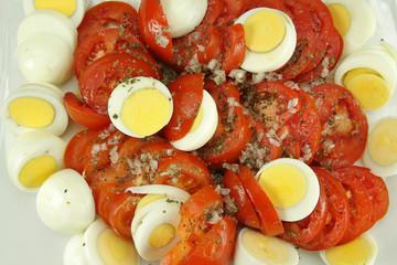 tomates et oeufs durs