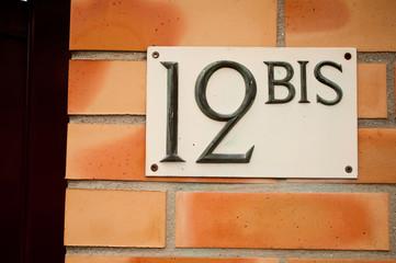 entrée privée avec numéro 12bis