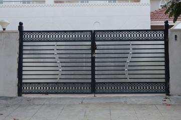 металлические декоративные ворота
