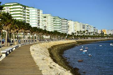 Paseo marítimo en cádiz. España
