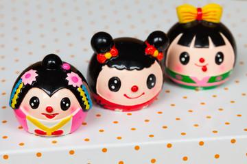 3 little dollies - 3 kleine Püppchen, bunt, rund, niedlich