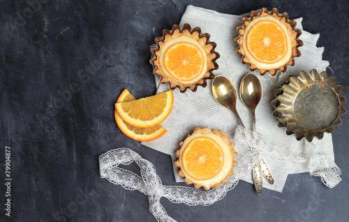Tart, tartlet with lemon curd - 79904877