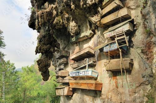 Foto Spatwand Begraafplaats Hanging Coffins of Sagada, Philippines