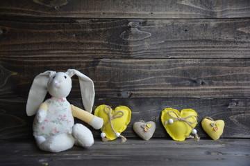 Stoffhase mit Herzen - gelb