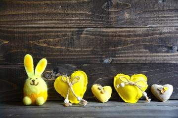Osterkarte - Hase mit Herzen - gelb