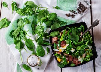 green salad with eggs and bakon
