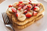 French Toast with Bananas and Strawberries