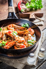Fried king prawns with garlic and red peppers