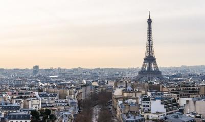 パリ 凱旋門から望むエッフェル塔とパリ市内
