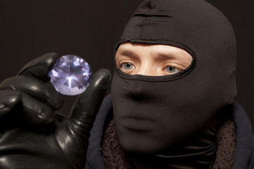 Thief with a big diamond