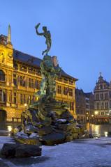 Бельгия. Антверпен. Фонтан Брабо. Вечер.