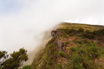 sommet du Piton Maïdo dans la brume, Réunion