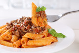 Essen Penne Rigate Bolognese oder Bolognaise Sauce Nudeln Pasta